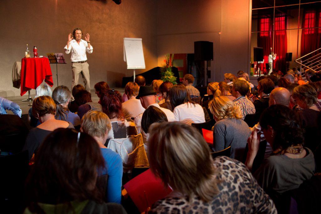 Veit Lindau, Autor, Coach, Businesspunk, Realizer, Freigeist - Vortragssituation, Umfeldfoto